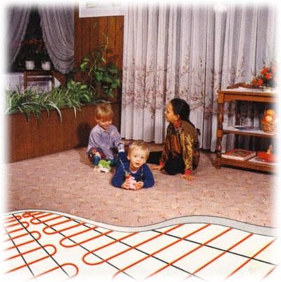 Pro hlavní systém vytápění zvolíme s výhodou podlahové topení v trubkách