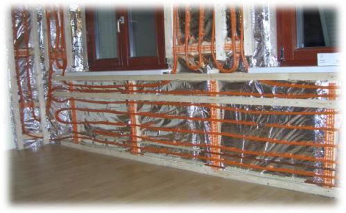 Stěnové topení dokáže akumulovat teplo celou hmotou zdiva